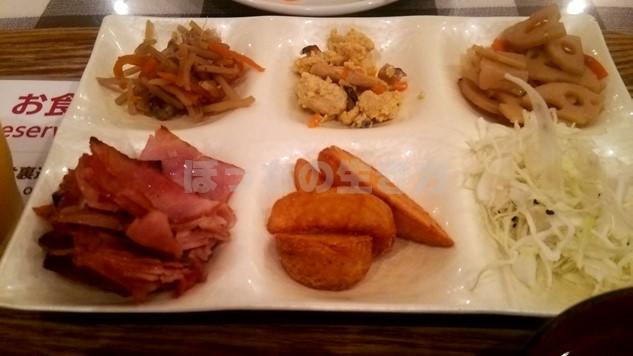 リソル池袋の朝食ビュッフェのベーコンとポテト