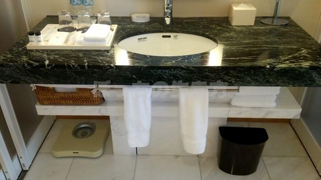 シェラトン広島のデラックスコーナーキングルームの洗面台