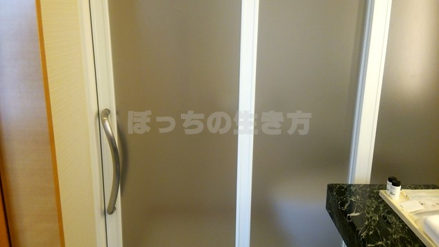デラックスコーナーキングルームのトイレのドア