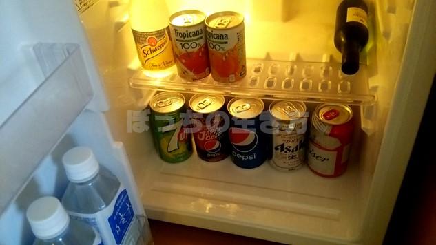 シェラトン広島のデラックスコーナーキングルームの冷蔵庫のジュース