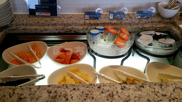 シェラトン広島のクラブラウンジ朝食のフルーツとヨーグルト