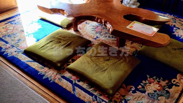 京都特別観光ラウンジの大文字の机