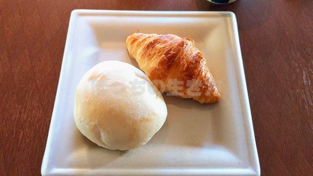 19階カフェラウンジの朝食パン
