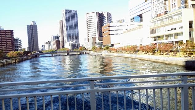 リーガロイヤル大阪の無料シャトルバスからの光景
