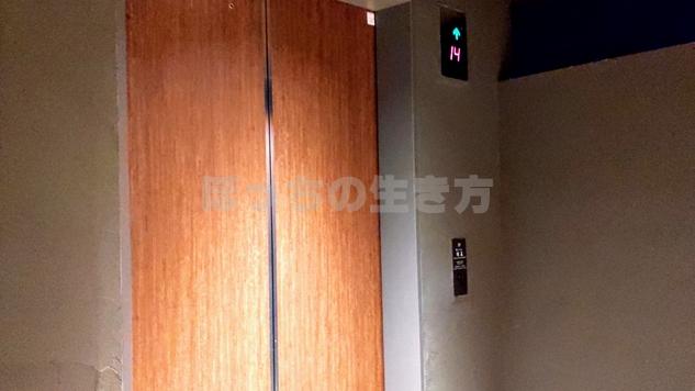 濱泉へ向かうエレベーター