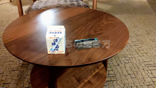 神戸シェラトンのスパラウンジで牛乳を飲む