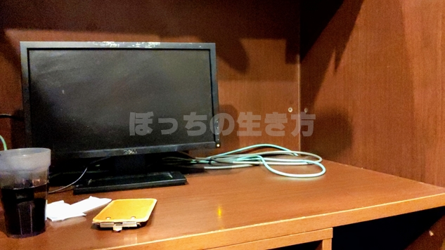 アジールエッセ高尾のパソコンとデスク