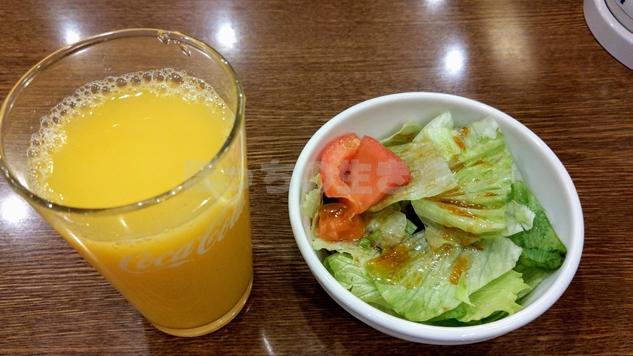 オーブン亭のサラダとドリンクバー
