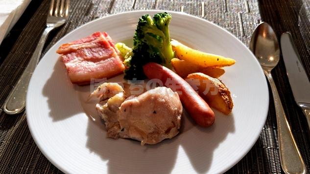 エグゼクティブラウンジ朝食の肉料理