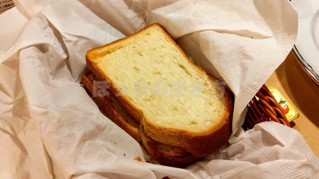リーガロイヤル大阪のアメリカンブレックファーストの厚切りパン