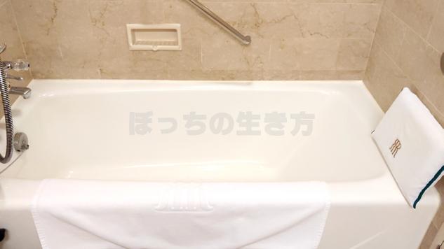 リーガロイヤル大阪のエグゼクティブフロアのバスルーム浴槽