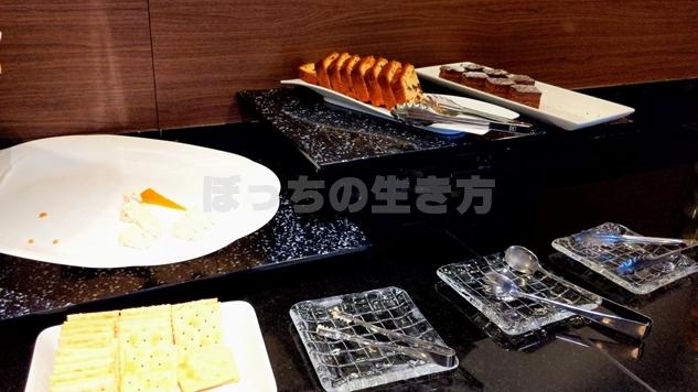 リーガロイヤル大阪のクラブラウンジのクラッカーとパンケーキ