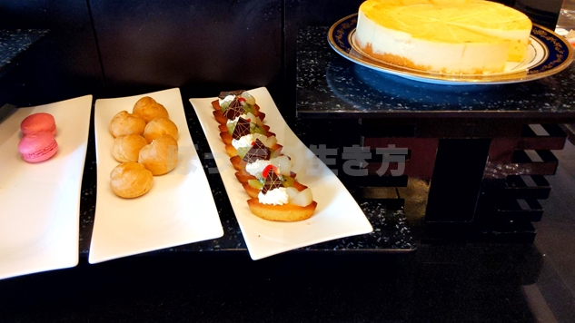 リーガロイヤル大阪のマカロンとケーキ