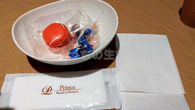 東京プリンスホテルのクラブラウンジのマカロンとチョコレート