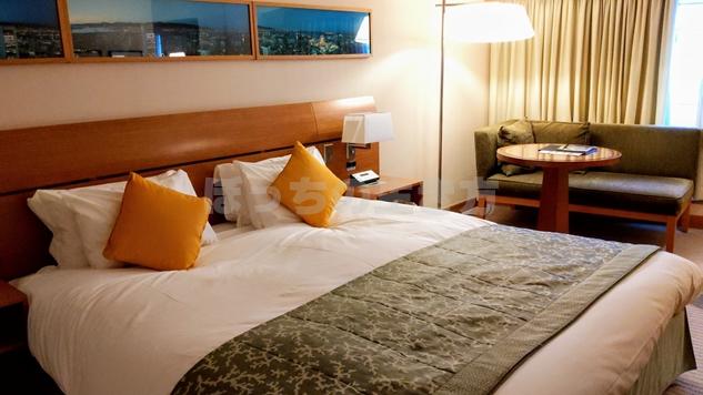 神戸ポートピアホテルのクラブフロアシングルルームのベッド